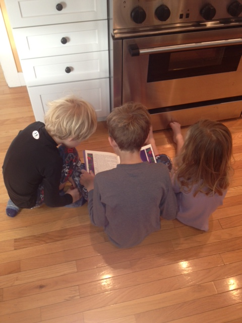 Bo reading to kiddos, Nov 2012